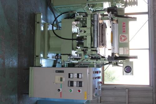 三重工業 50Ton450角1段自動成形機