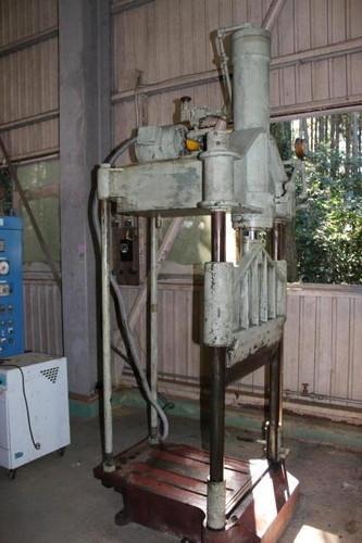 池田機械 3.7T合成ゴム用ギロチン